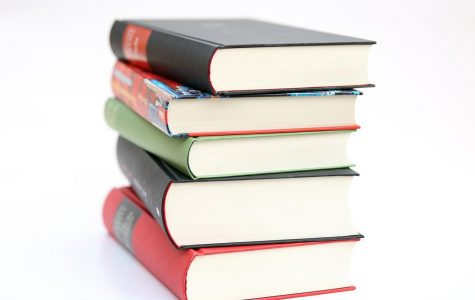 Underclassmen MAY keep five library books over the summer