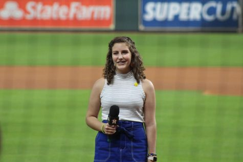Sophia Sereni: Cancer survivor sings national anthem at Astros game