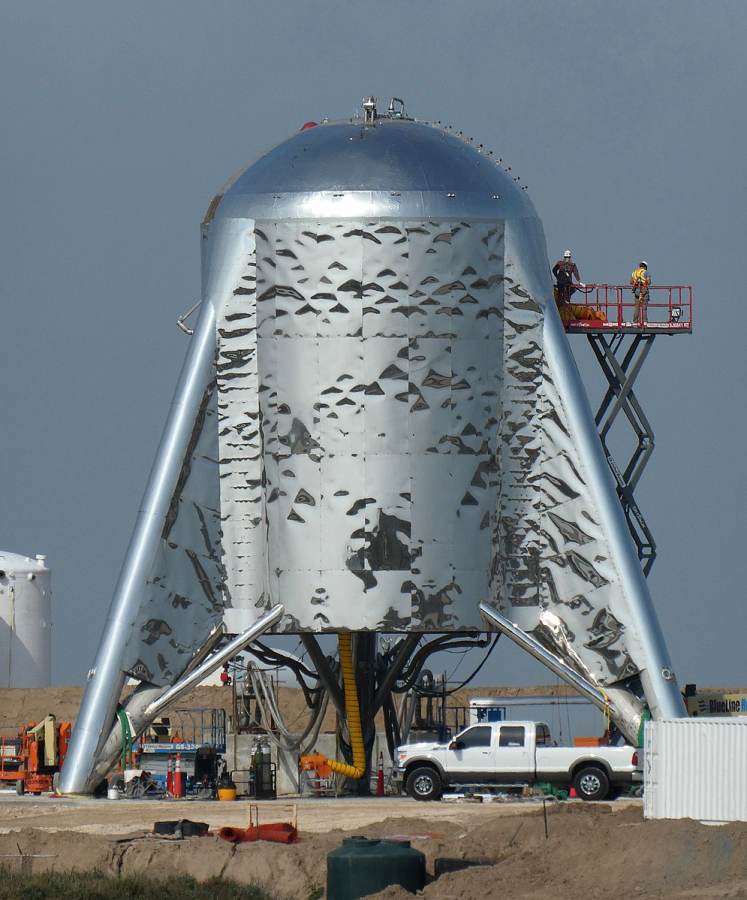 SpaceX Starhopper prototype gets prepared for take-off into outer space.